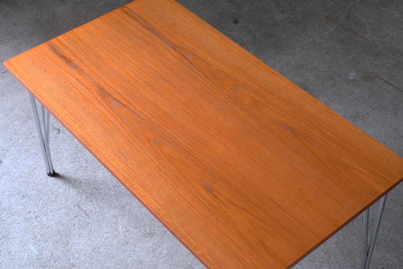 ブックマッチ仕様が美しいチーク材のテーブルです