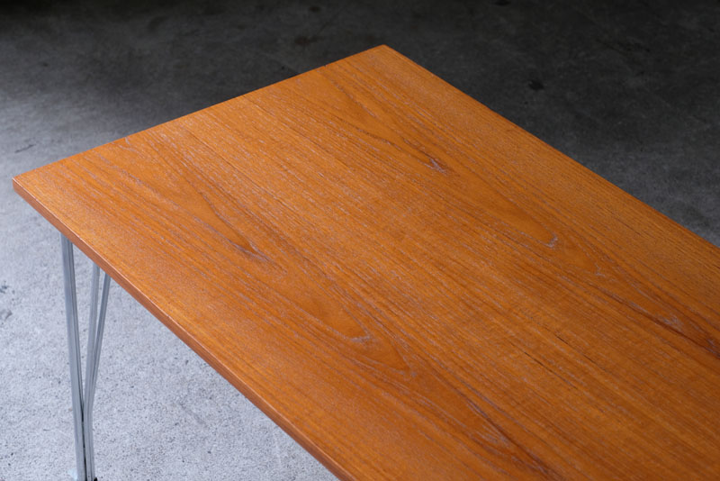 ブックマッチ仕様が美しいチーク材のテーブル