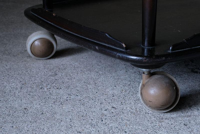 ボール型のキャスターもアーコールを象徴
