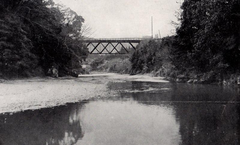 岩根橋の昭和初期、飯能の名勝を集めたポストカードにもその風景があり