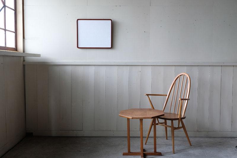 オンラインショップやホームページのビジュアルづくりにはヴィンテージ家具を合わせられ、生活空間の中や、人とモノの雰囲気を残していくと、自然なものの見え方になってきます。