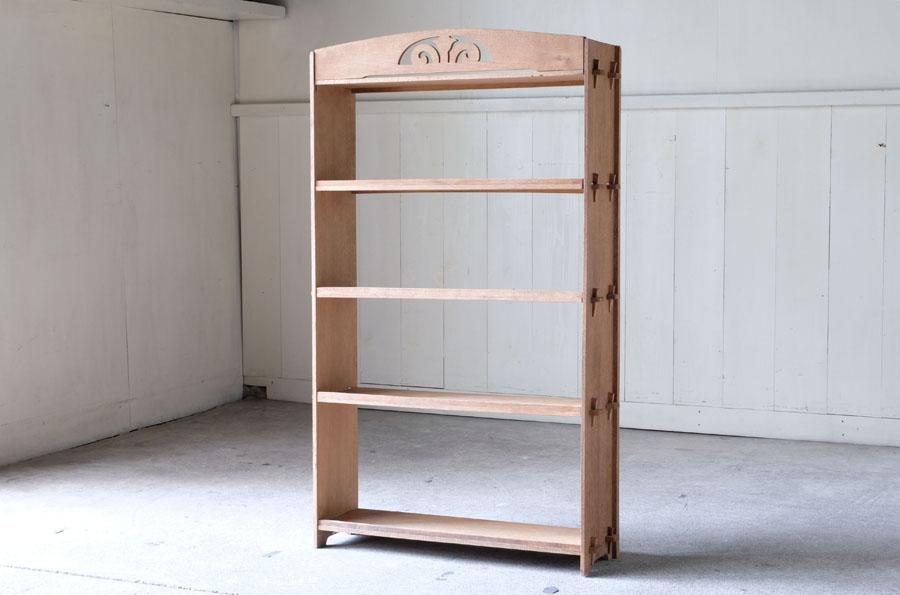 白木の木味が美しいクサビ式本棚