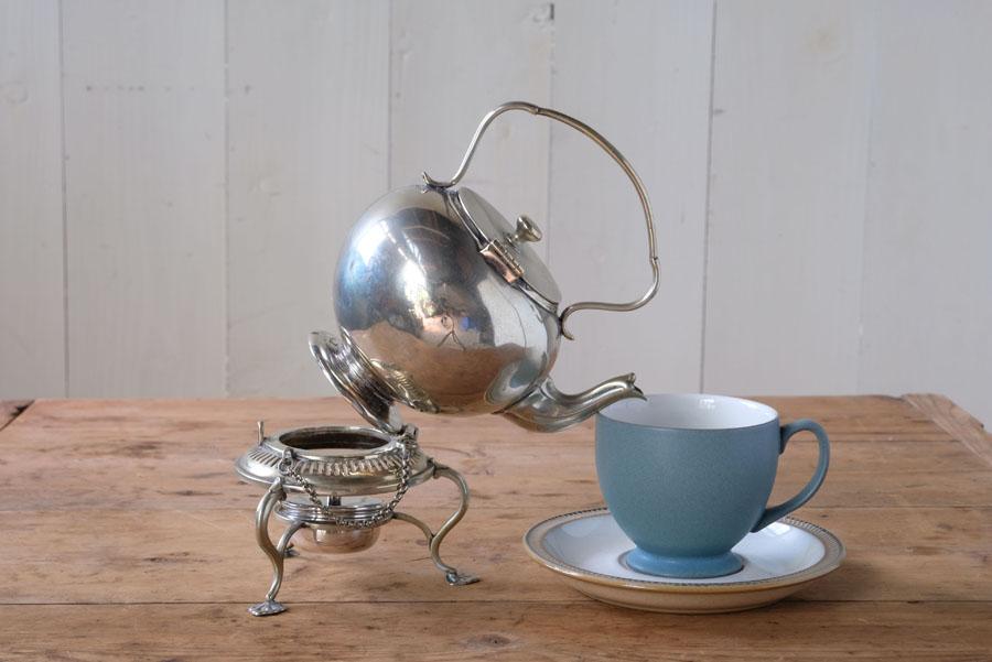 ピンをケトルに挿して安定感良くカップに注ぐ事ができます