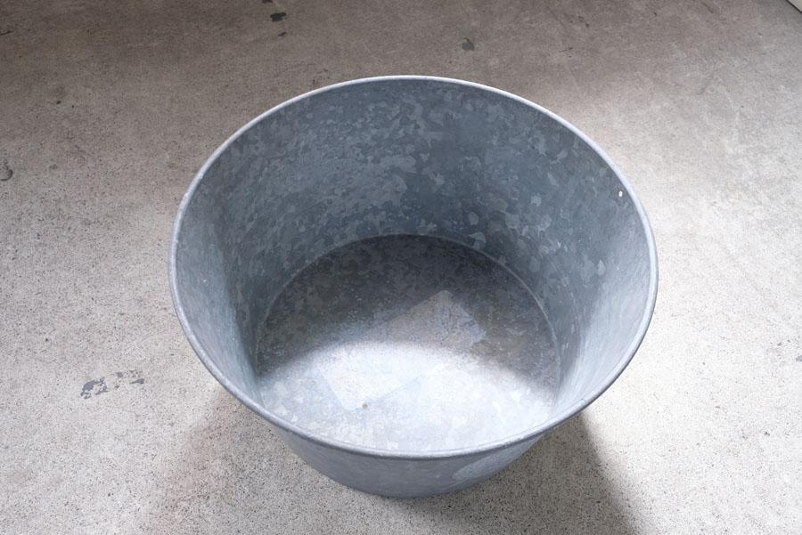 厚みのある素材で造られて、重くしっかりと