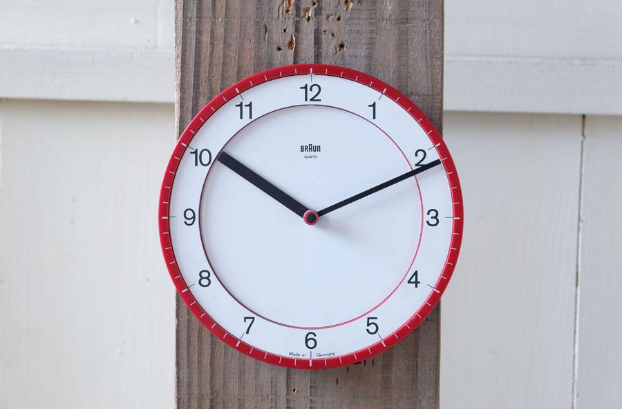 シェーバーや目覚まし時計など優れたデザインで定評のあるBRAUNのウォールクロック