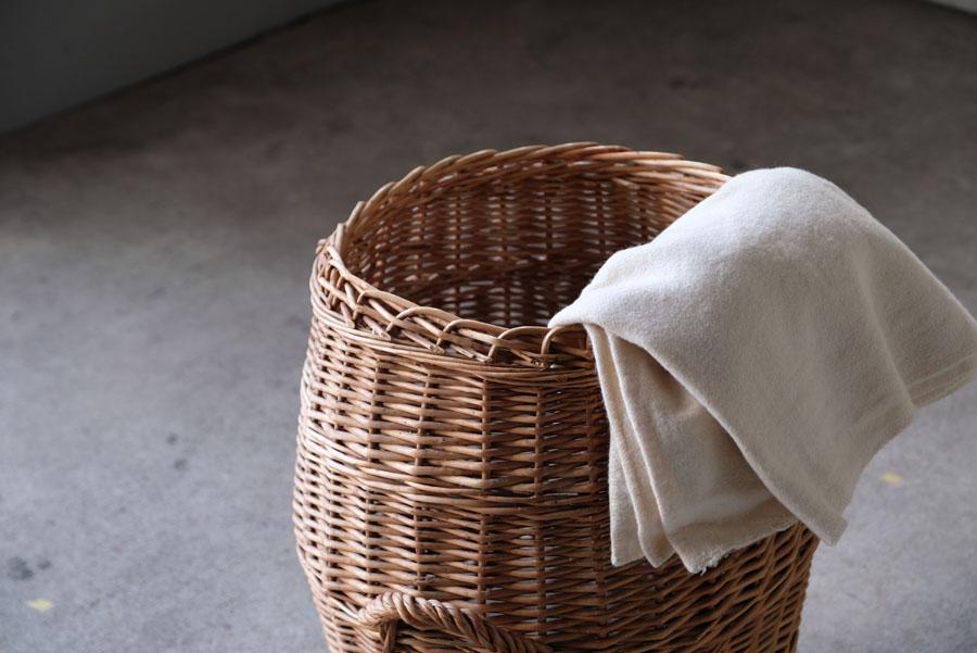 ブランケットなど日常で使う季節のリネンをざっくりと収納してインテリアのアクセントとしてお楽しみください。