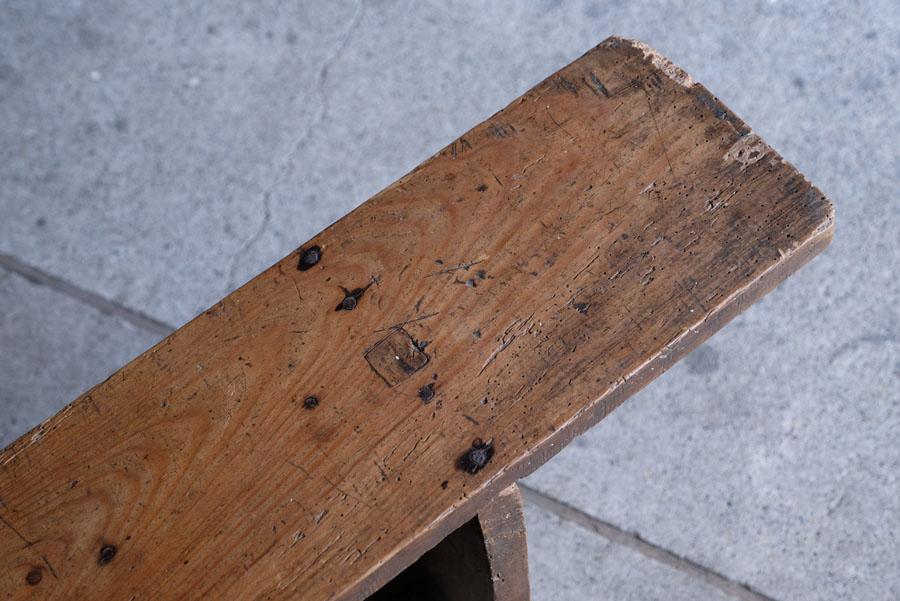 飴色になった風合い良い座面。アンティークならではの風合いがあります。