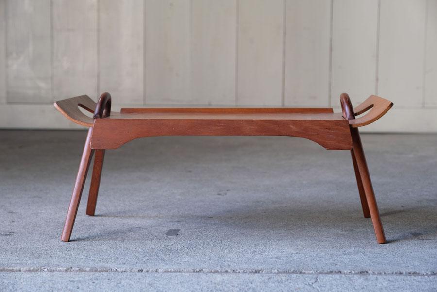 すっきりとしたコーヒーテーブルとしても使用可能。
