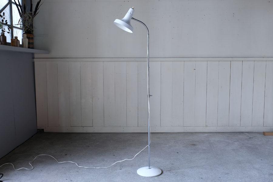 高さ調節が広い範囲で可能で、間接照明にしたり