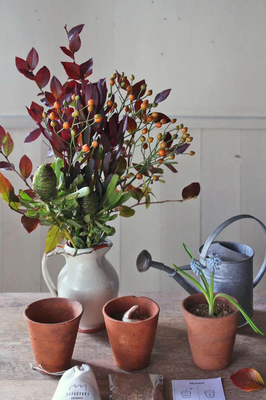 ラモンターニュさんに季節のお花を用意していただき、インテリアを彩るお花の提案を行います
