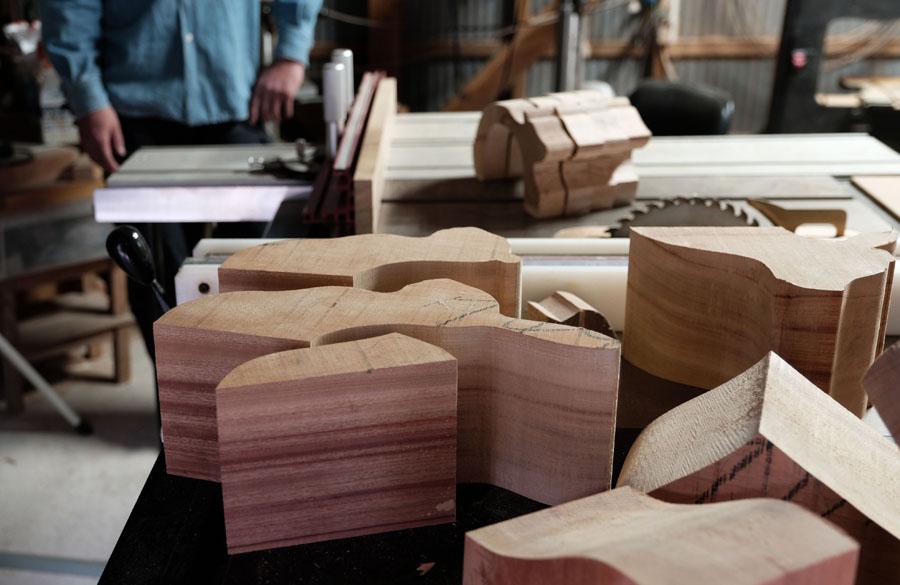 若野忍さん、由佳さんのご夫婦が始めた木工ユニット。