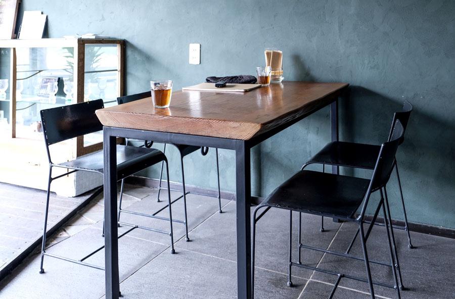 家具や棚類などの調度品はご主人が担当。